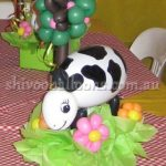 balloon art cow in farm - view our balloon art - balloon artist Coburg North - shivoo balloons and decor specialists in coburg north