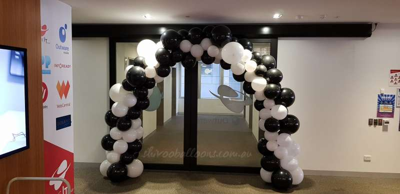 CE-21 - balloon artist Coburg North - shivoo balloons and decor specialists in coburg north